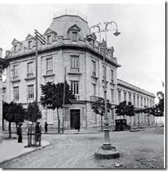 Laboratorio Nacional de Higiene. Diseñado por José María Corral en el barrio Indalecio Liévano. Inaugurado el 19 de julio de 1926.