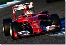 Sebastian Vettel con la Ferrari SF15 T a Jerez