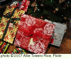 'Presents' photo (c) 2007, Allie Towers Rice - license: http://creativecommons.org/licenses/by-sa/2.0/