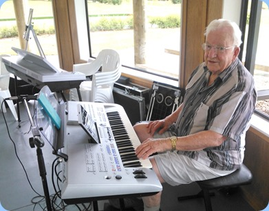 Peter Herrick playing the Yamaha Tyros 4