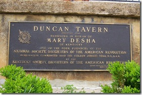 Bronze plaque on side of porch entrance to Duncan Tavern