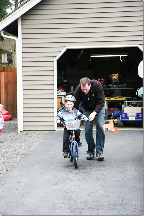 Alex riding bike without training wheels first time-9 blog
