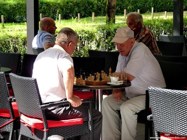 abuelos-jugando-al-ajedrez.JPG