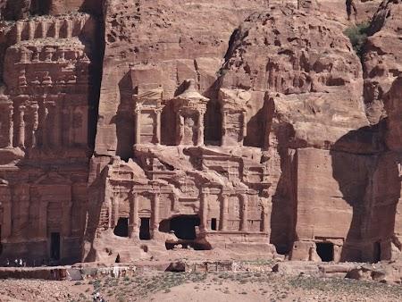 23. Fatada mai putin cunoscuta din Petra.JPG