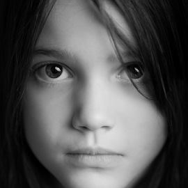 7 years in a couple of monthes by Frédéric Trin - Babies & Children Child Portraits ( child, girl, bw, candid, portrait, eyes )
