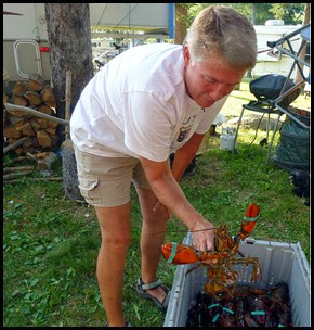 04b - Lobster Boil - Syl finds her dinner