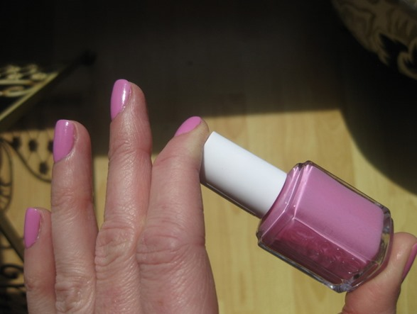 Essie-Cascade-Cool-review-swatch-photo