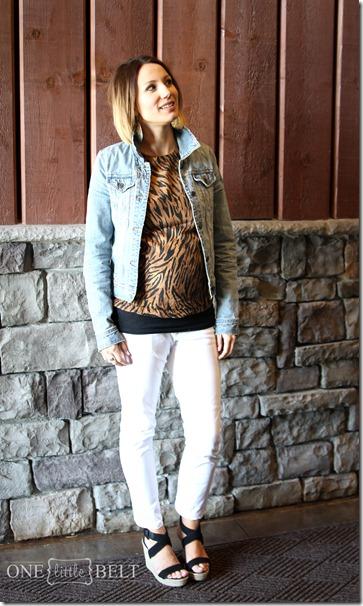 tiger-shirt-white-jeans