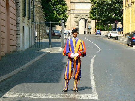 Obiective turistice Roma: Garzi elvetiene Vatican