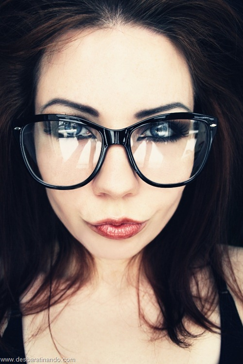 lindas belas sensuais sexy sedutoras garotas mulheres moças nerds girls geek nerd geeks hot  (23)