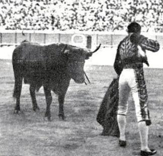 1915-10-06 (p) Mundo Grafico Joselito gana la 1 oreja Sevilla 002