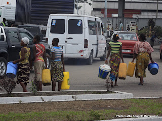 Pénurie d'eau potable à Kinshasa. Radio Okapi/ Ph. John Bompengo