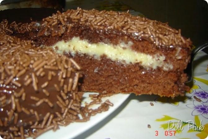 Bolo-de-chocolate-com-recheio-de-brigadeiro-branco