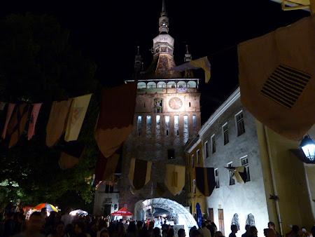 Turism in Romania: turnul cu ceas noaptea