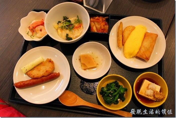 【博多祇園Hotel東名inn】的早餐,這是老婆挑選的早餐樣式。