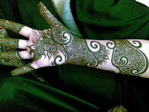Elegant Beauty For Gals Eid Mehndi Designs