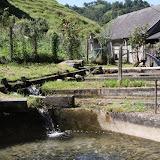 L'eau d'une source pour alimenter des bassins ronds