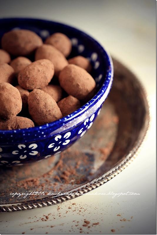 Trufelki daktylowo-migdałowe w karobowej mgiełce (6) - Kopia