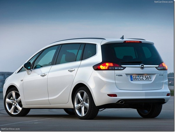 Opel-Zafira_Tourer_2012_800x600_wallpaper_1a