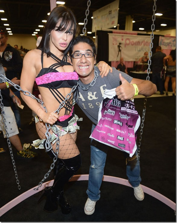 exxxotica-2013-girls-45