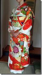 華やかな振袖で結婚式に (1)