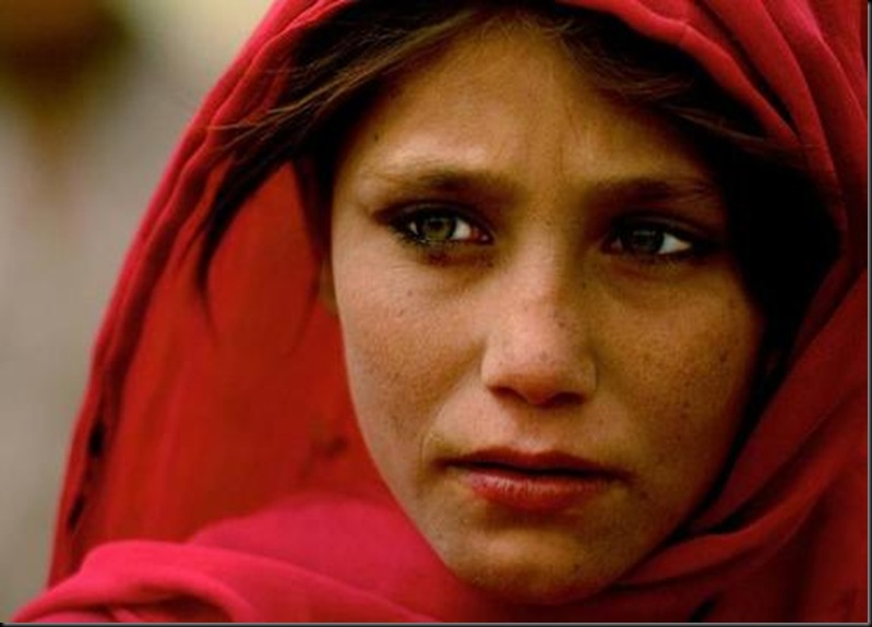 Photo of an Afghan girl in Zabul, Afghanistan, by Véronique de Viguerie.