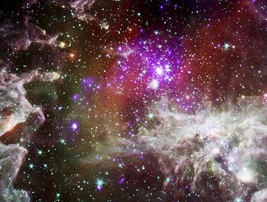 NGC 281 em raios-X e infravermelho