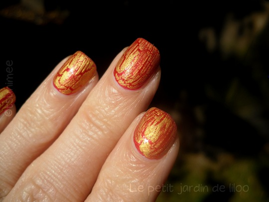 beautyuk-night-fever-gold-shatter-polish04