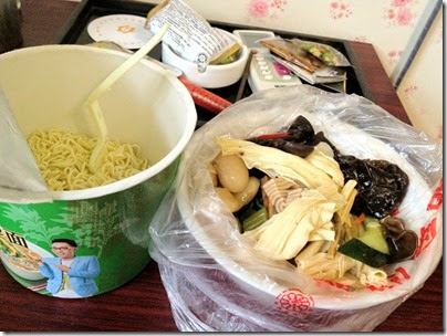 Instant noodle & take-away vegetarian dishes