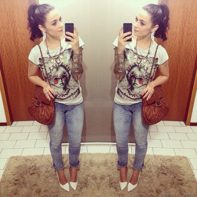 look jeans, tee e scarpin branco