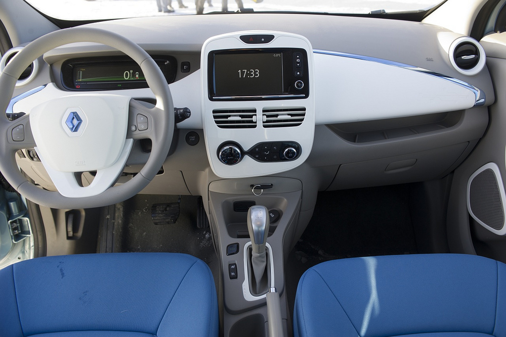 2013-Renault-ZOE-A-New-World-Record-4.jpg?imgmax=1800