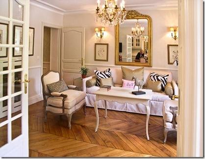large_5-Oak-floors-in-living-room-overstuffed-armchairs-chandelier-web