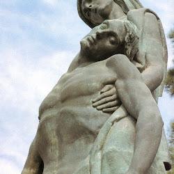 - Monumento-a-los-emeritenses-caidos-en-las-guerras-de-Espana-1976.jpg