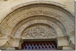 Crismón de la entrada de San Pedro el Viejo - Huesca