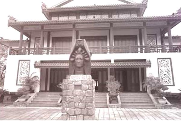 Phật giáo và văn hóa Phật giáo - Người Áo Lam