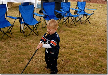 T using cane as microphone