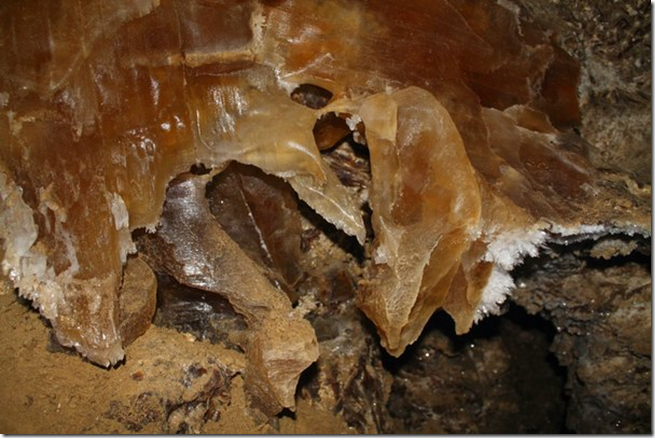 Печера Оптимістична, кристали