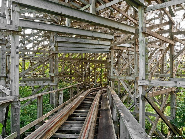 wooden-rollercoaster-4
