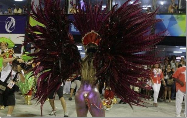 samba-dancers-secret-trick-10