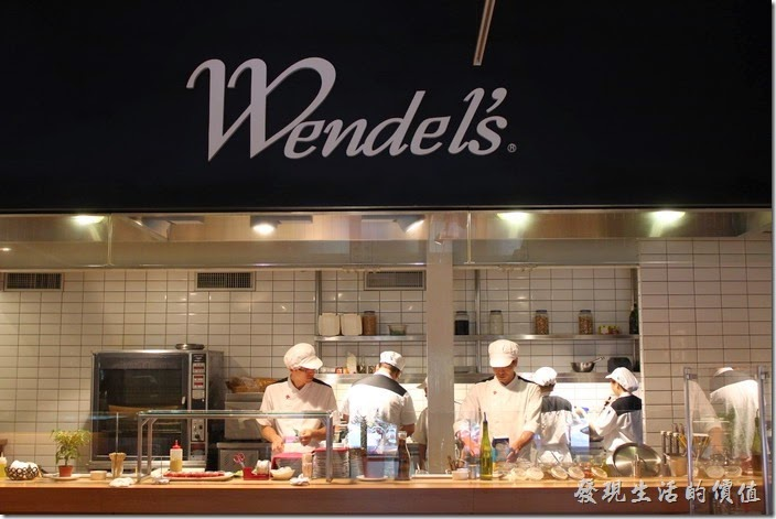 溫德餐館內湖店的開放式廚房。