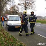 Brandweer rukt uit voor smeltende bekabeling in auto achter Pekela - Foto's Otto Kerbof