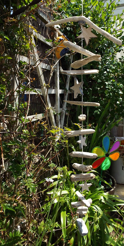How to make a drift wood and star mobile strung in the garden