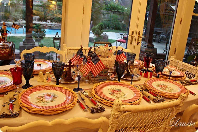 TABLE RED WHITE BLU