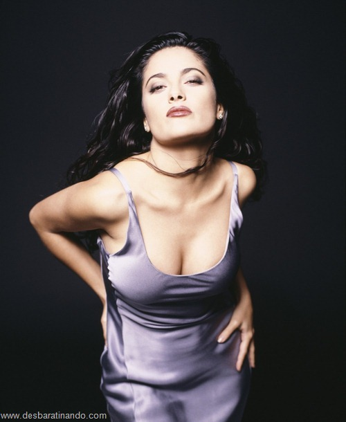 salma hayek linda sensual sexy sedutora gostosa peituda boob tits desbaratinando  (2)