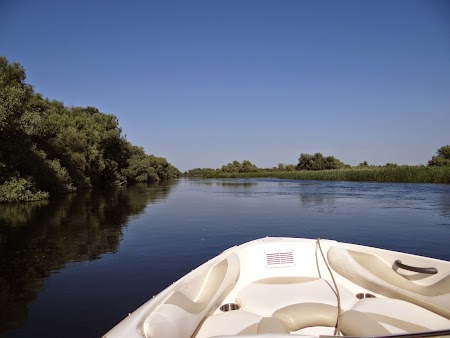 26. Cu salupa pe brate Delta Dunarii.JPG