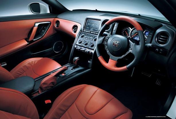 2013-Nissan-GT-R-26[2]