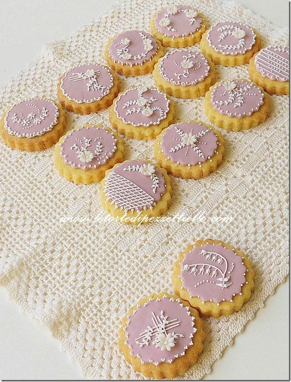 Biscotti decorati lilla