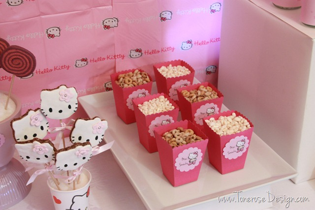 IMG_9433_rosa_kakebord_hello_kitty_dessertbord_bursdag