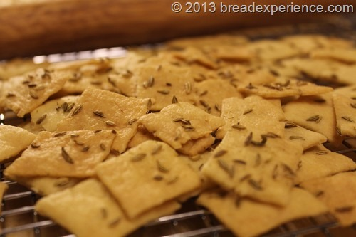 sourdough-semolina-fennel-seed-crackers_002