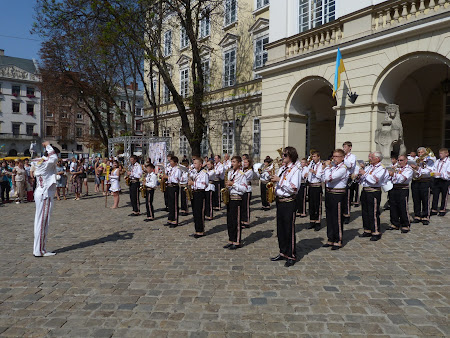 Things to do in Lvov: attend a street concert